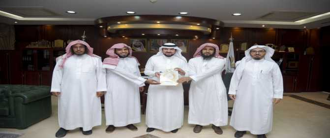 معالي مدير الجامعة يتسلم تقرير ممثلية الجمعية الفقهية السعودية بالجامعة